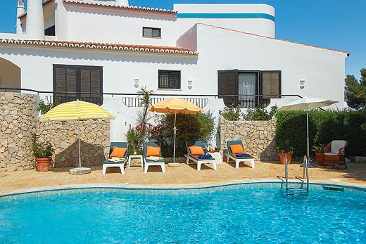 Family-friendly villa within development in the heart of Carvoeiro w/ private pool