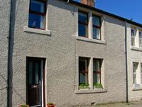 SUNNIE COTTAGE, pet friendly in Seahouses, Ref 9193