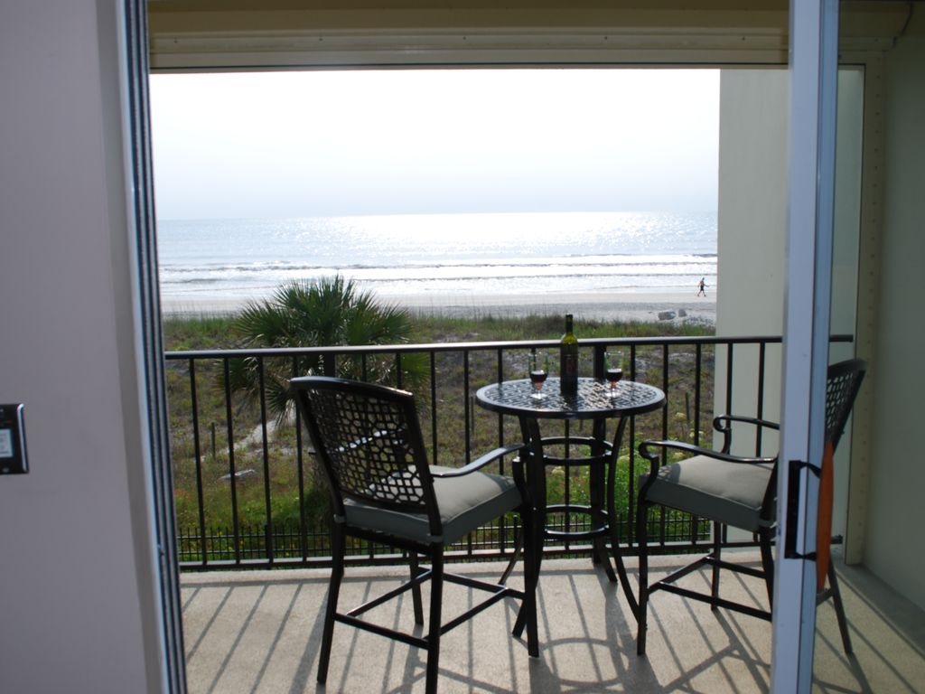Relax on balcony overlooking ocean vrbo for Balcony overlooking ocean