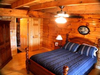 Golden Valley cabin photo - 2 large queen suite bedrooms w full bathrooms