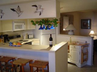 Atlantic Beach villa photo - Kitchen (wine not included!)