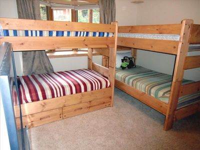Kids Bunk Room Has a 52' Flat Screen TV and a Kids Game Table. Sleeps 4 in Bunks