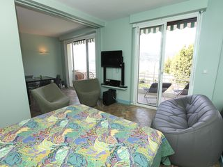 Saint-Jean-Cap-Ferrat condo photo - Murphy bed sea view
