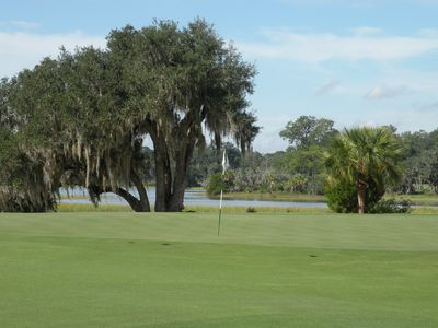 Callawassie Island villa rental - Green on 8th hole of Magnolia
