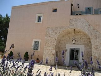 Luxury Modern Villa, 17th Century Masseria Apartment and B&B Rooms with Pool, Te
