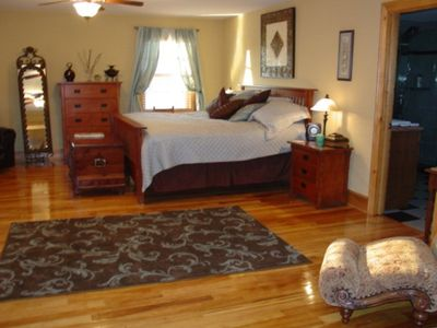 Huge Upstairs Suite King Size Bed With TV and Ceiling Fans
