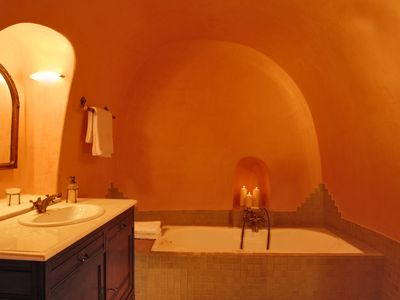 Oia villa rental - Main Canava bathroom, exclusive use by main canava master bedroom