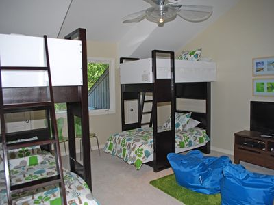 Sea Pines house rental - Upstairs bedroom, 4 bunks and private bath. Flat screen/DVD/PS2