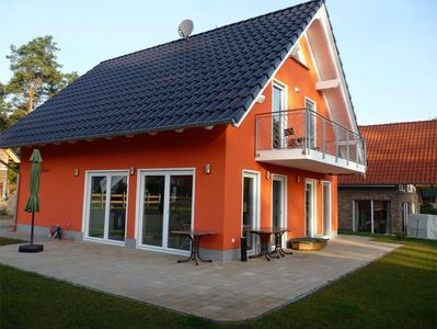 comfortable house 8 people. with sauna and fireplace directly on the shore of Lake Müritz