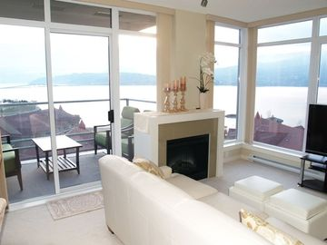 Living Room lake View