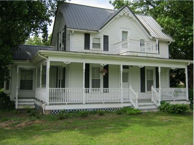 Charming, Renovated Country Home only 20 minutes from Hannibal, MO or Quincy, IL