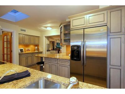 Kitchen - granite, large fridge, ice maker, water filter, very well equipped.