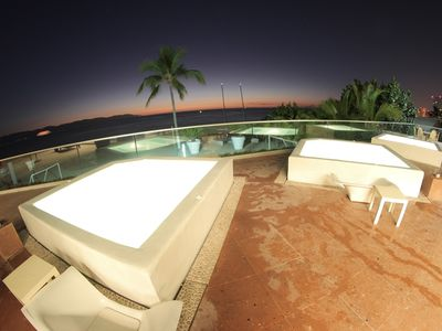 3 JACUZZI'S OVER LOOKING OCEAN