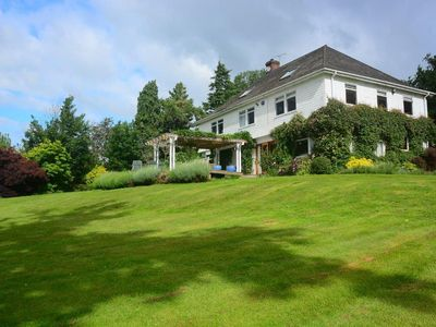 Stunning 5-bedroom 4-bathroom home with 2-acre garden and fabulous country views