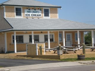 How about a nice 15 min walk to grab some ice cream ! - Narragansett cottage vacation rental photo