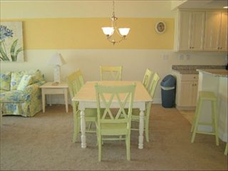 Belmont Towers Ocean City condo photo - Dining Area