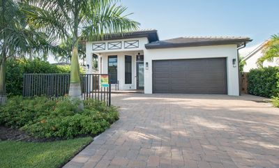 Stunning luxury home in Naples Park, close to beaches, shopping, and restaurants