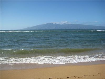 Beach in front of Royal Kahana - golden sand and fantastic views of Molokai