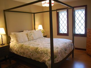 Niagara-on-the-Lake house photo - Queen Bedroom with Shaker bed and pine furnishings