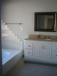 Nipomo cottage rental - Large Bathroom