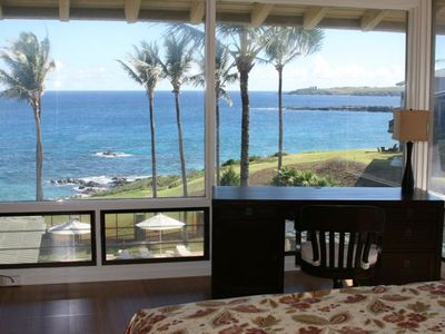 Wake up to the beauty of the Pacific from the master bedroom