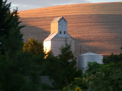 the Waitsburg grain elevator! and the lovely hills..
