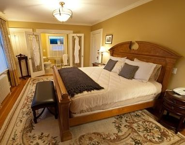 Avalon Suite (Bedroom 1) with King Size Bed and En Suite Bathroom