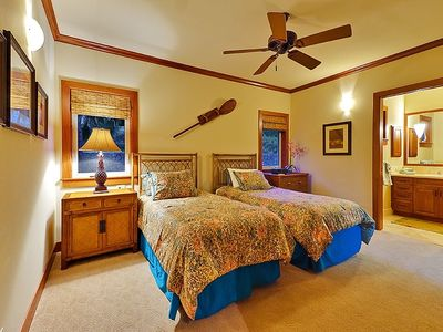 Twin Bedroom Suite with Private Bath