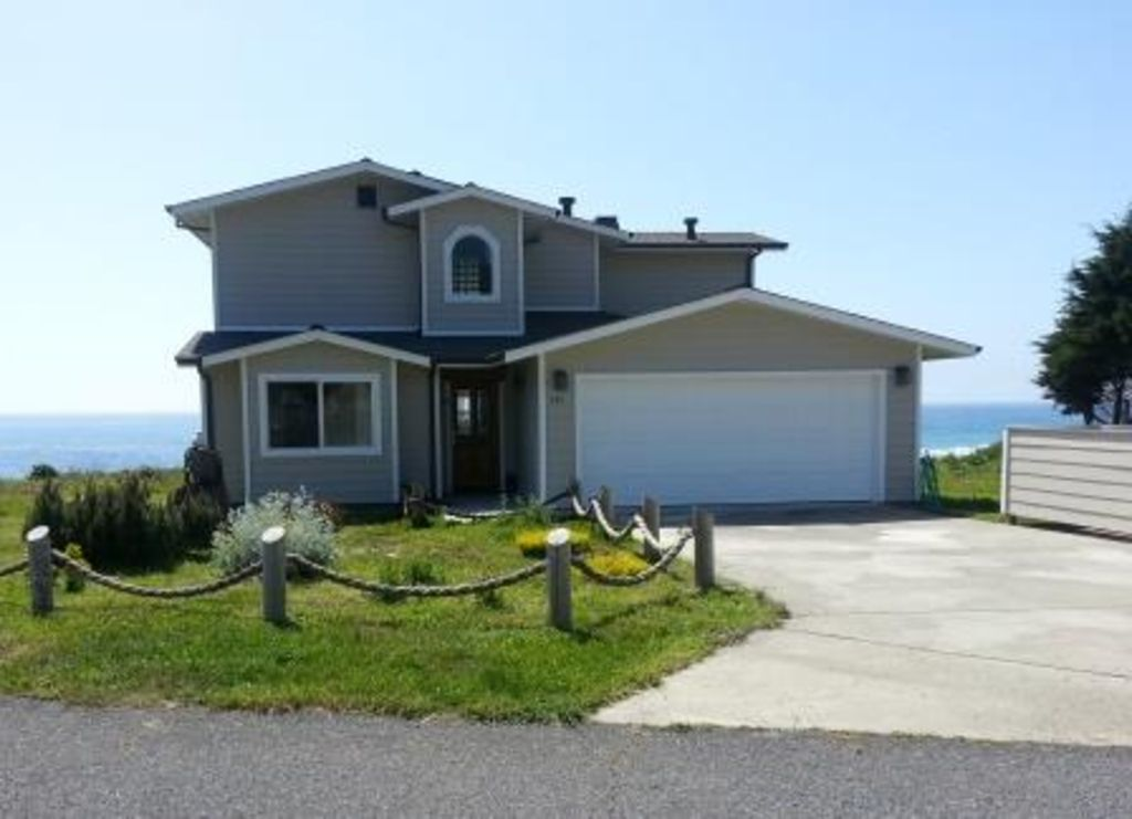 Seaside Luxury; Enjoy Romantic Sunsets & Spouting Whales from an Oceanfront Home