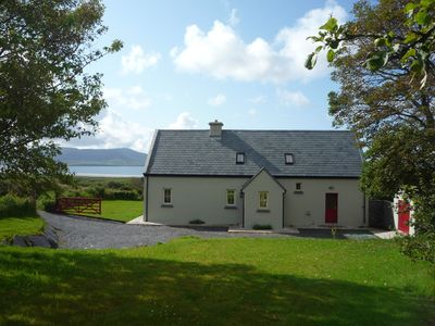 Traditional style cottage free WiFi short walk from Reenroe Beach Ballinskelligs