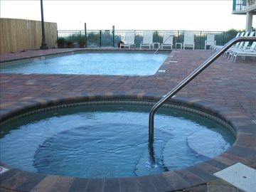 CLEAN HEATED POOL & SPA