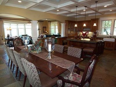 Great Room w/ gourmet kitchen, dining set for 10, & formal living area