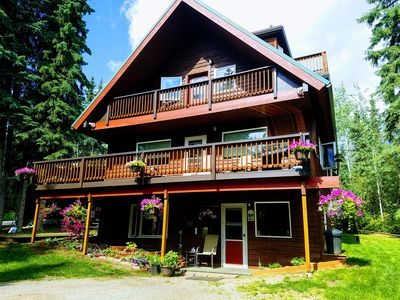 Private Wooded Setting, 8 Minutes from airport or shopping, 55- 5 STARS, Auroras