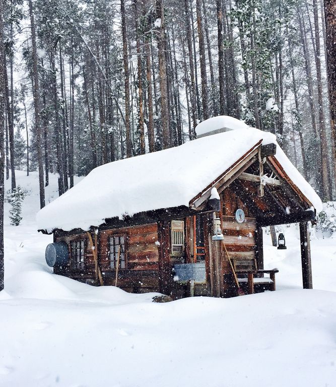 """ LUXURY"" Discovery Ski Hill Rental / Wilderness Winter Retreat"