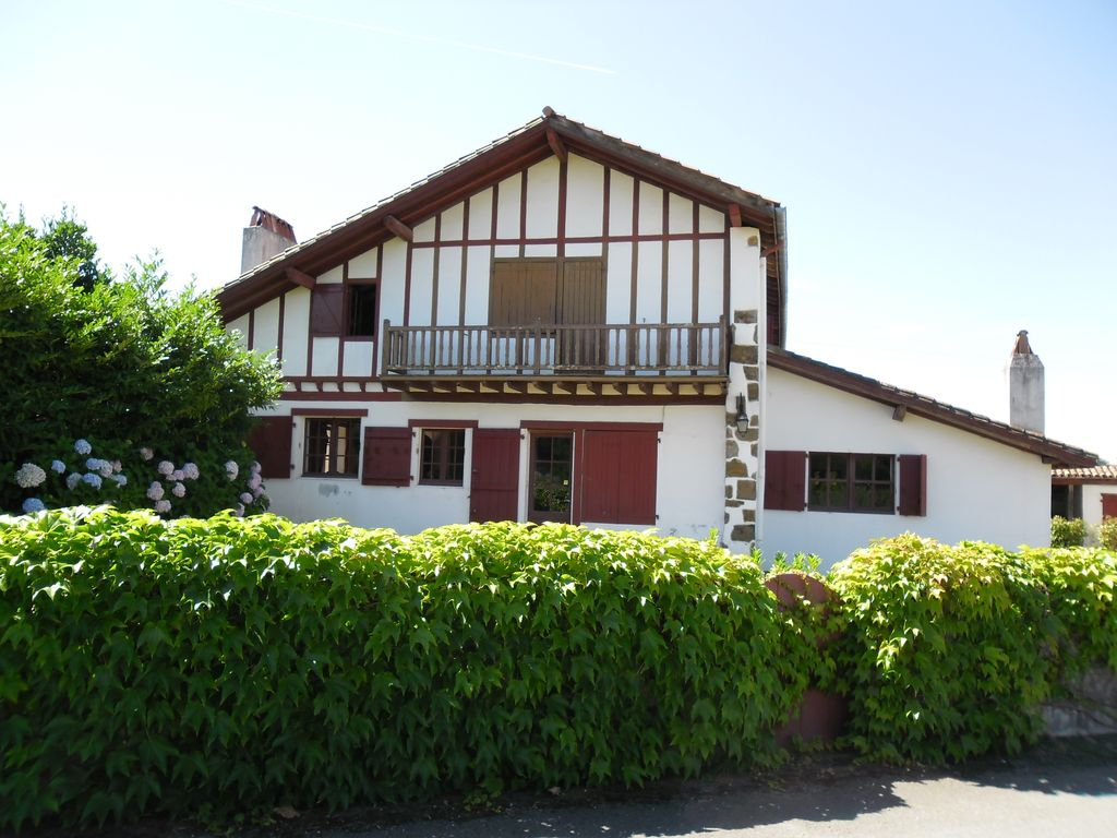 Authentic basque house 380m2 to 15 km biarritz anglet for Anglet location maison