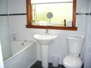 Glasgow & Clyde Valley apartment photo - Fully Tiled Bathroom. Shower over Bath. Towels/Bed Linen/Toiletries Provided.