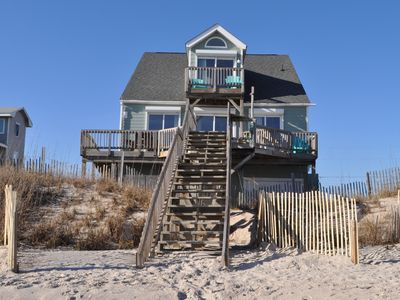 Ocean View with great beach access a short walk, Loft deck with great views