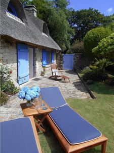 Thatched cottage with beautiful garden, near the White Sea