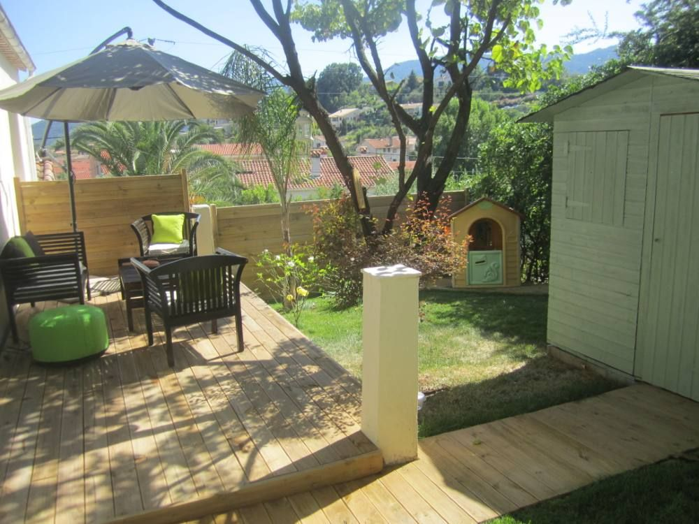 Air-conditioned accommodation, close to the sea