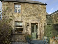 CLEMATIS COTTAGE, family friendly, with a garden in Baslow, Ref 4126
