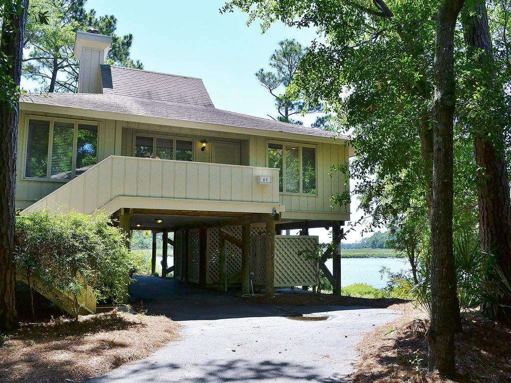 Beautiful river front family cottage w vrbo for Family cottages