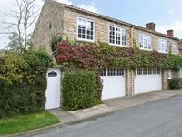WESTWOOD, pet friendly, with a garden in Hovingham, Ref 18037