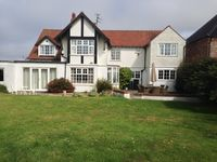 Family home, Short Walk To Beach And Garden Gate To Golf Course