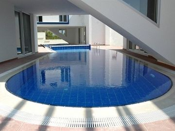 Private pool, opposite view (70m2)
