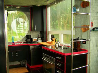 Kehena house rental - Modern kitchen