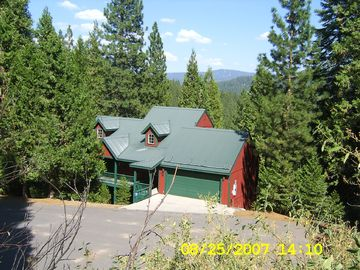 Pinecrest cabin rental - Our welcoming cabin in the woods.