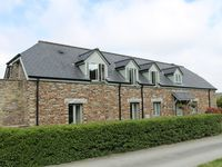 Luxury 5 barn conversion cottage with views over Padstow, Camel Estuary and sea