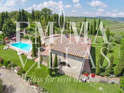 LO SPICCHIO 6 sleeps, Tuscan elegant farmhouse with garden and pool, situated on a panoramic hill in the heart of Chianti