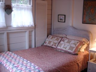 Boothbay Harbor cottage photo - Full bed in the cozy first floor guestroom