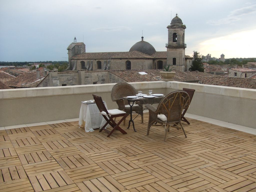 Breathtaking terrace views at the foot homeaway beaucaire for 4 church terrace docking